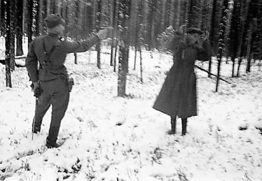 http://1.bp.blogspot.com/-84N4p0WzjG8/UsBG84bfiSI/AAAAAAAAIIw/hsa1X2Su3oc/s1600/Russian+spy+laughing+through+his+execution+in+Finland+during+The+Winter+War,+1939+1.jpg