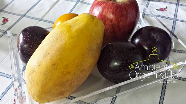 Bandeja com frutas para o café da manhã