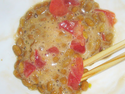 『納豆+トマト+付属のタレ+ごま油少々』