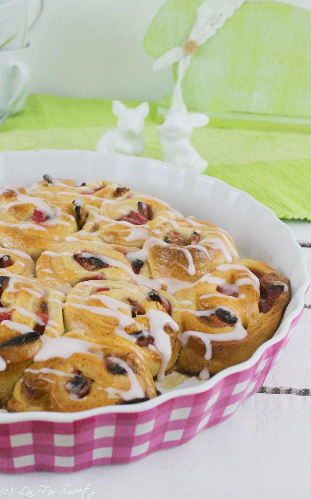 Hefeteigschnecken mit Rhabarber, Rhabarber-Sirup und Zuckerguss, Rezept auch für den Thermomix, Osterfrühstück, Osterbrunch, Osterkaffee, Ostern