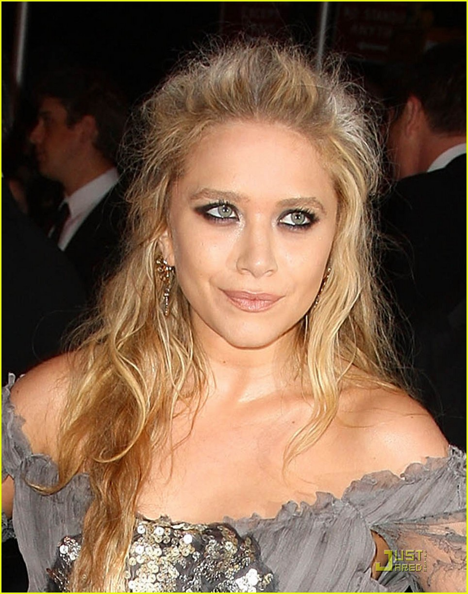 American Actress Mary Kate Olsen Recent Sexy Pose Photos