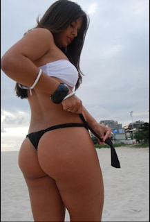 fernanda maia en bikini luciendo trasero