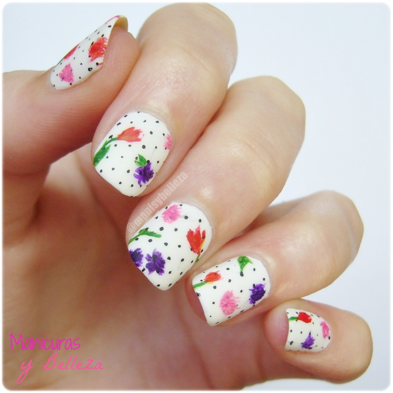 Nail art manicura nails inspired Zooey Deschanel dress Vanity Fair Oscar 2014 flower print estampado floral uñas blanco y negro black and white dots