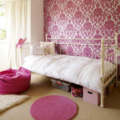 Romantic Damask Wallpaper Design