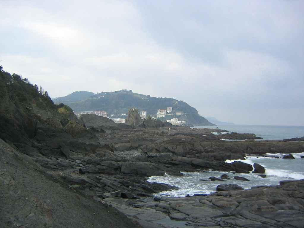 Playa de Saturrarán, vista hacia la cala nudista (Ondarroa, País Vasco, España)