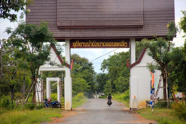 Acceso a las cataratas Khone Phapheng