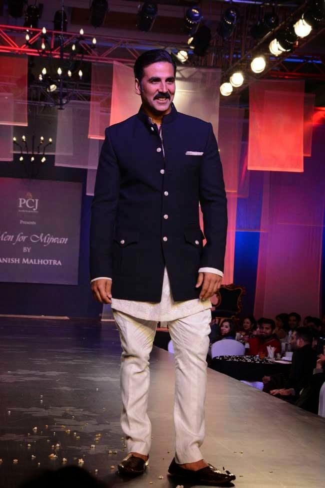 Akshay Kumar at Men for Mijwan charity fashion show