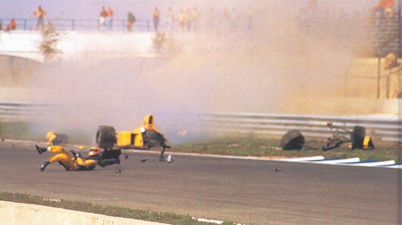 Acidente de Martin Donelli no GP da Espanha de Formula 1, em Jerez em 1990, by pakwheels.com
