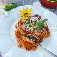 https://meinleckeresleben.wordpress.com/2015/07/03/geliebter-klassiker-lasagne-bolognese/