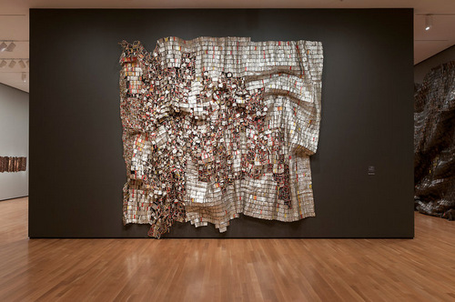 04-El-Anatsui-Bottle-Tops-Tapestry