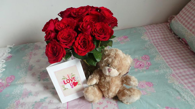Beautiful Valentines Gift Roses Teddy Bear Card