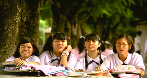 Nam and her friends. i really envy on their friendship.