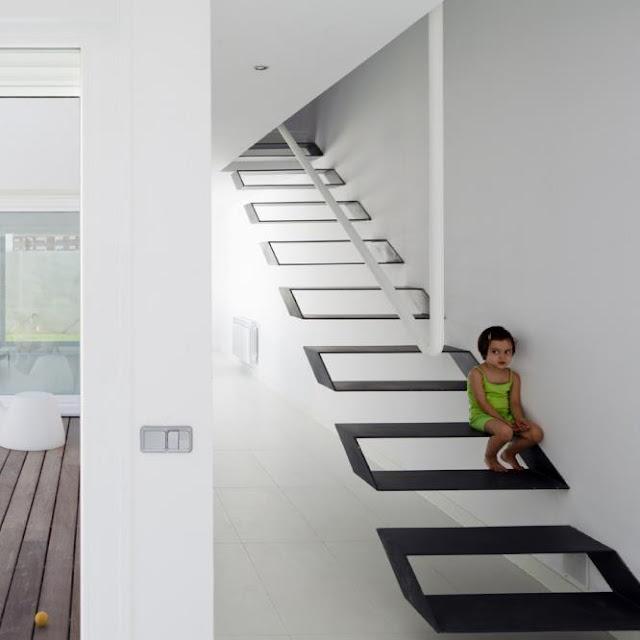 Escalera flotante muy original escaleras bonitas y todo for Tipos de escaleras arquitectura