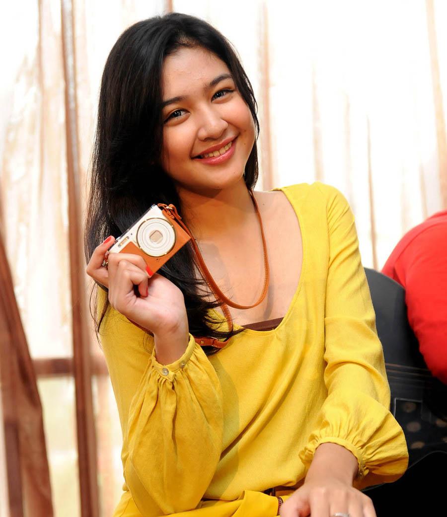 Biodata Dan Profil Mikha Tambayong Lengkap | Share The Knownledge
