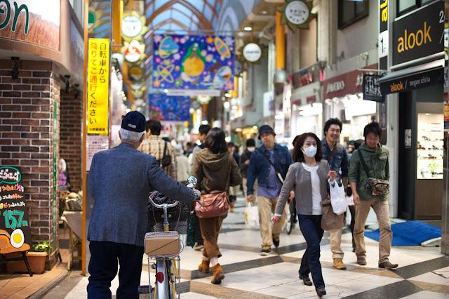 anciano con bicicleta japon