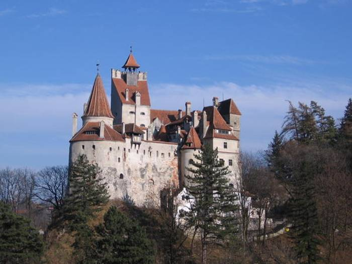 Dracula's Castle in the 10th place. It has 57 rooms in total, including 17 bedrooms filled with antiques and historical artifacts. It wouldn't do for the publicly shy Ira Rennet mentioned above, but for the quirkier billionaire, the 450 million tourists that visit every year may be worth it for living in Dracula's castle.