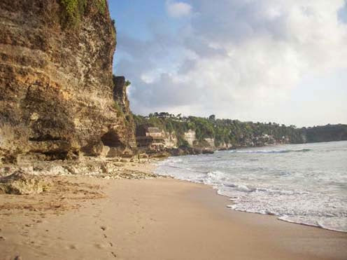 Pantai Dreamland Obyek Wisata Liburan Wajib Dikunjungi di Bali