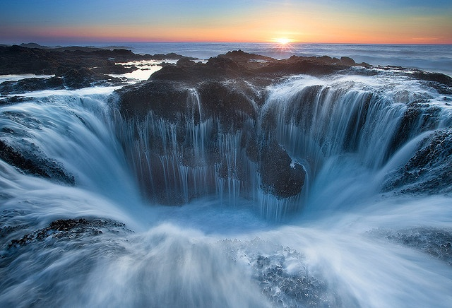 Thor's Well, Oregon USA