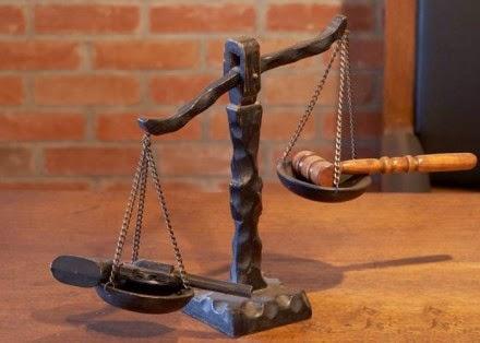 Οι δικαστές δεν καταδικάζουν τη βία απ' όπου κι αν προέρχεται