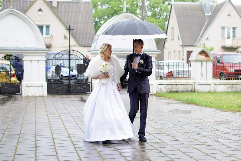rainy days wedding
