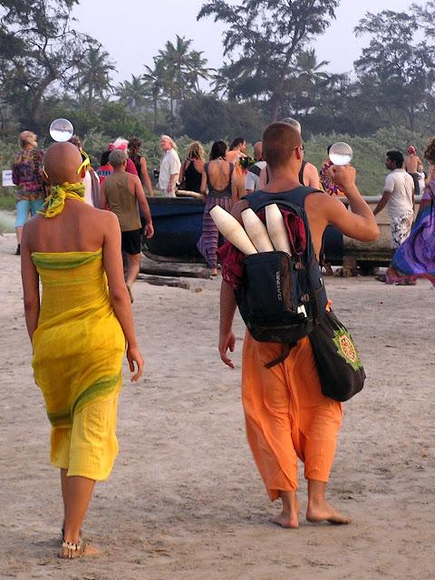 Артисты со стеклянными шарами в Гоа