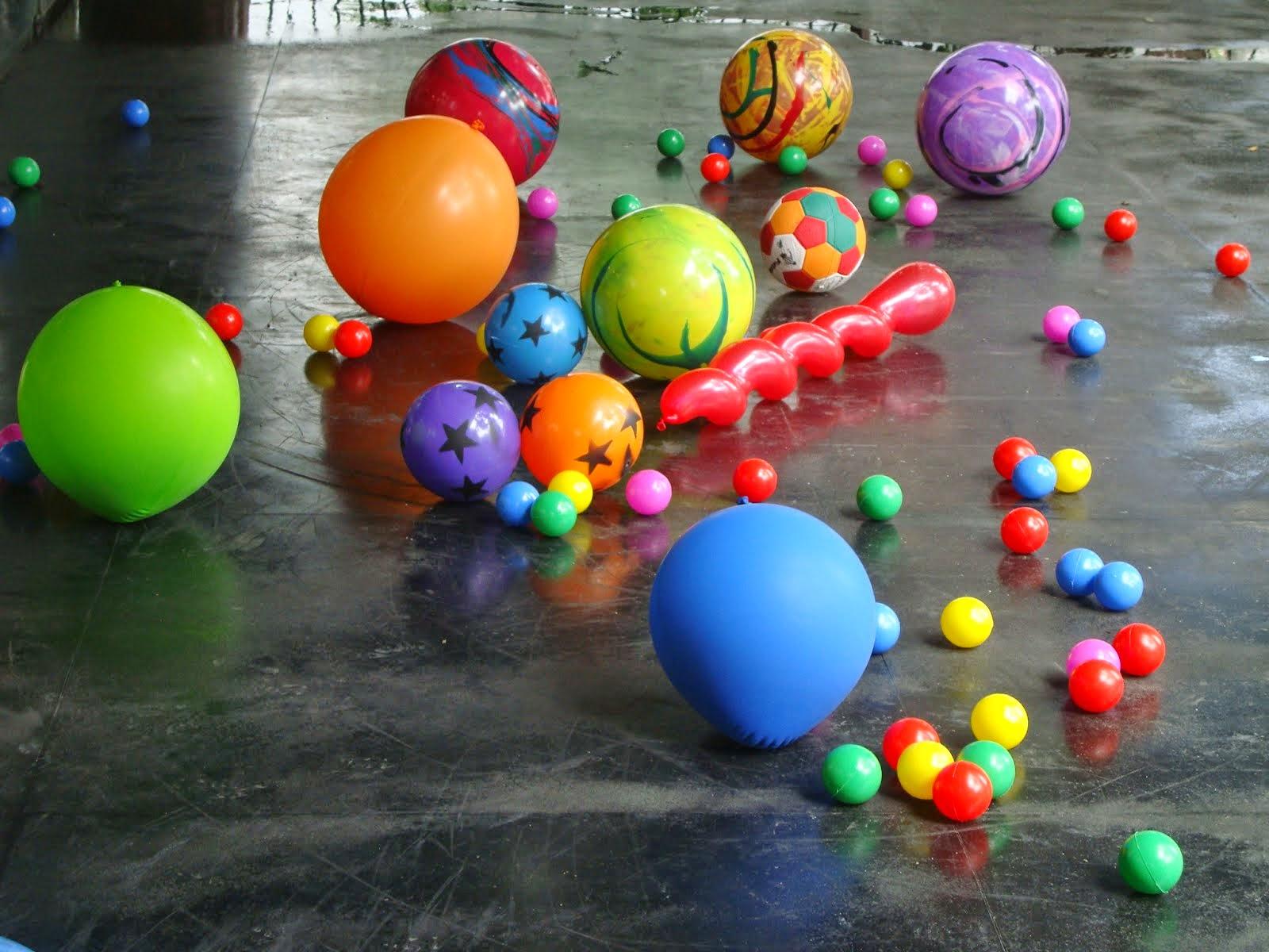 """""""Brincando entre bolas e cores"""" Gabriel Angel"""