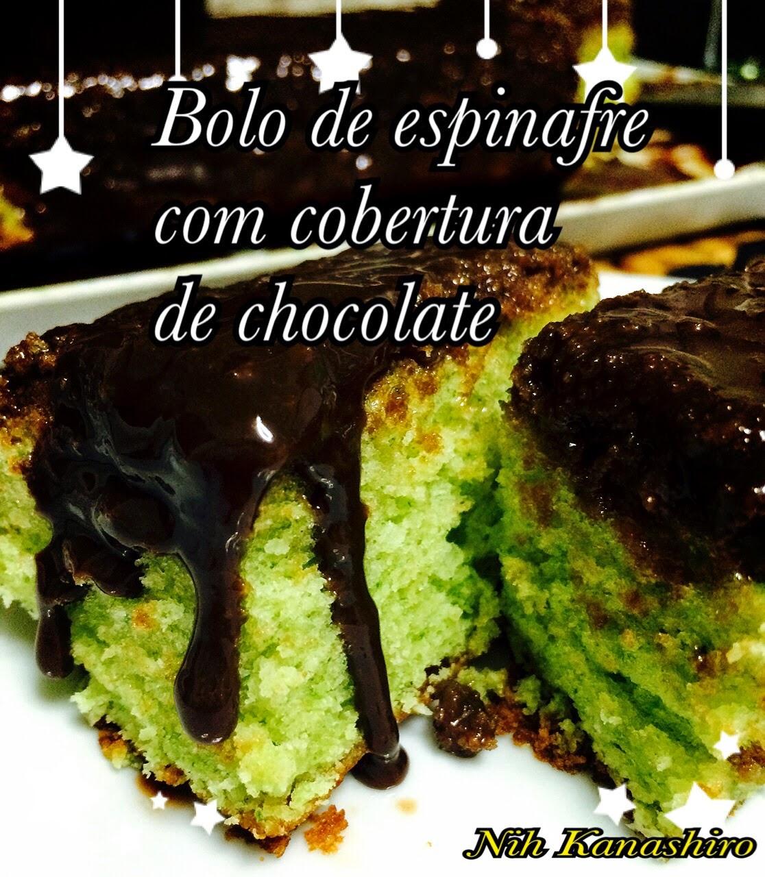 Bolo de espinafre com cobertura de chocolate