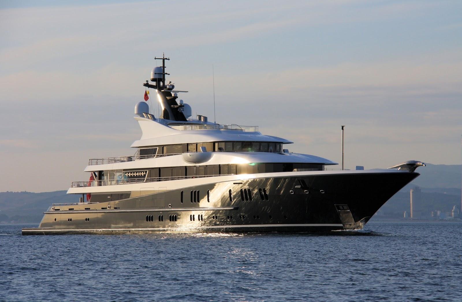 Superyacht PHOENIX 2 Starboard