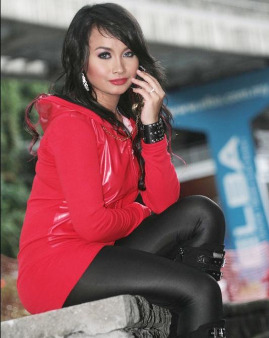 Gambar Shaila  Shariff atau Heela Penyanyi Baru Seksi Hot Lagu Migrain