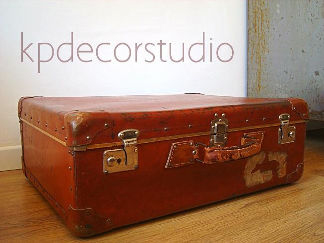 Kp tienda vintage online maleta antigua rojiza ref m12 for Maletas vintage decoracion