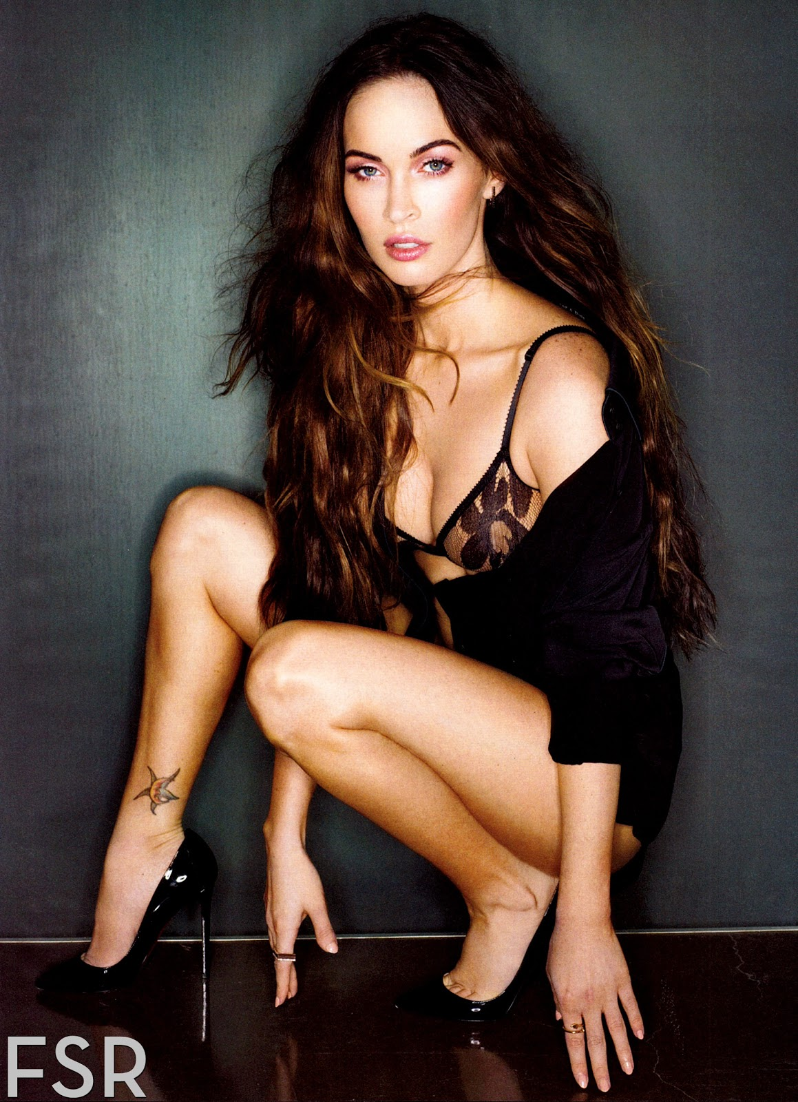 http://1.bp.blogspot.com/-890iV5tMpBY/UPa_nrXcRuI/AAAAAAAC9VQ/i4y7TYUBmZ4/s1600/fashion_scans_remastered-megan_fox-esquire_usa-february_2013-scanned_by_vampirehorde-hq-2.jpg