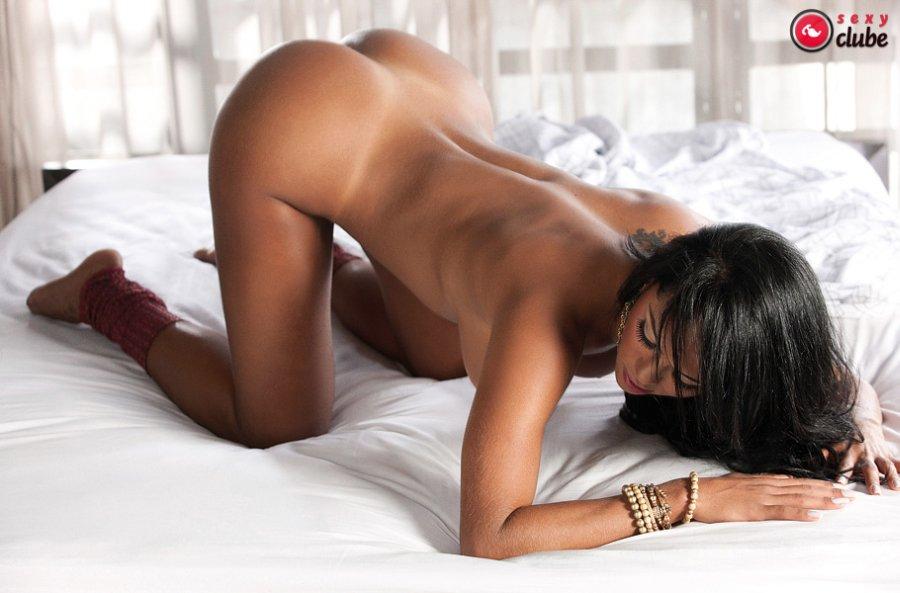 Aline Bernardes Nude Ass
