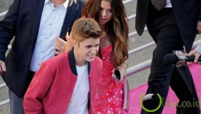 3. Justin Bieber dan Selena Gomez