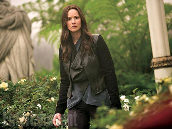 katniss snow garden mockingjay part 2 still
