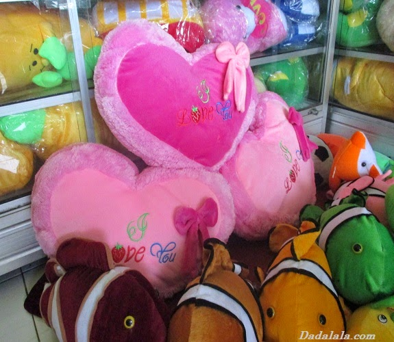 Bantal Love Pink