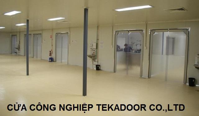 Cửa mở xoay công nghiệp  PVC Impact Traffic Swing door