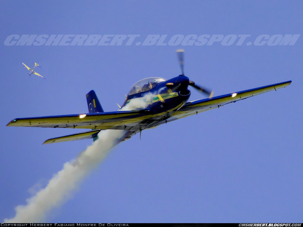 É MAIS QUE VOAR | Embraer T-27 Tucano  Esquadrilha da Fumaça (EDA) - Foto © Herbert Monfre