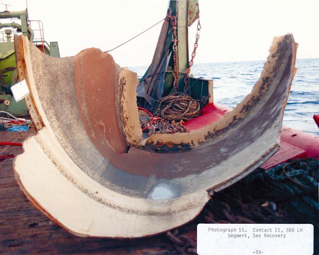 Những mảnh vỡ của tàu con thoi vớt lên từ Đại Tây Dương sau khi tai nạn xảy ra. Tác giả hình : NASA.