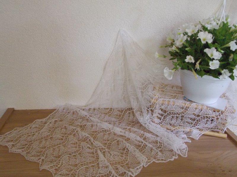 TE KOOP: merino silk langwerpige sjaal.