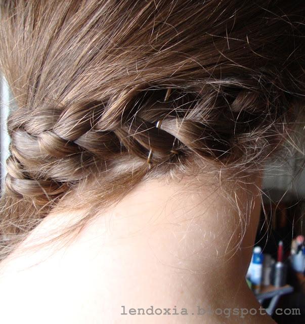 pletenica na stranu oko ostatka kose
