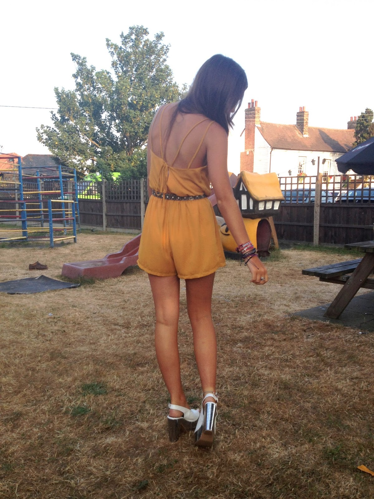 Mustard_outfit