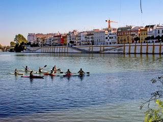 Sevilla - Calle Betis y Guadalquivir