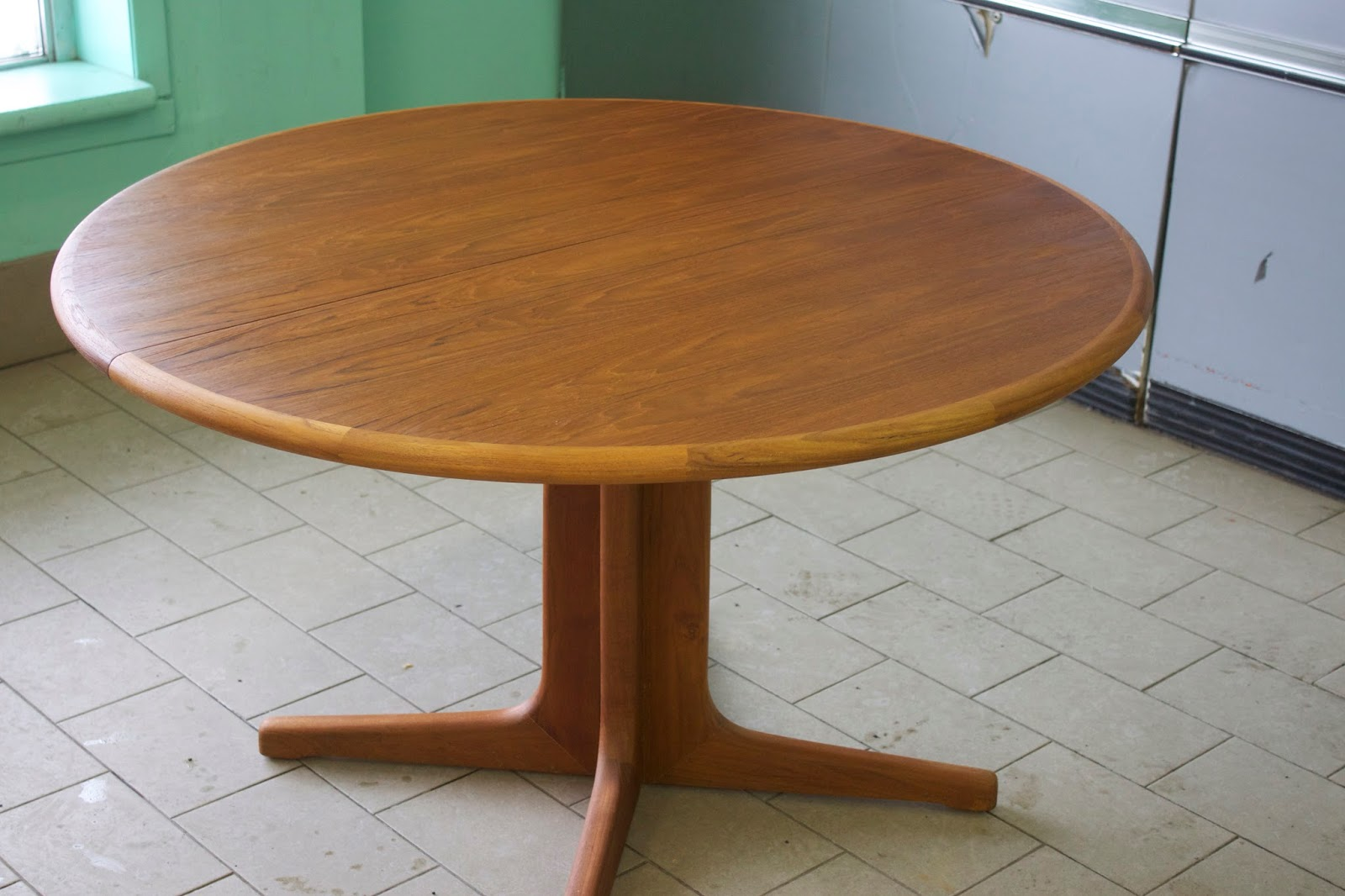 table ronde en teck (vendu)   lux intérieur
