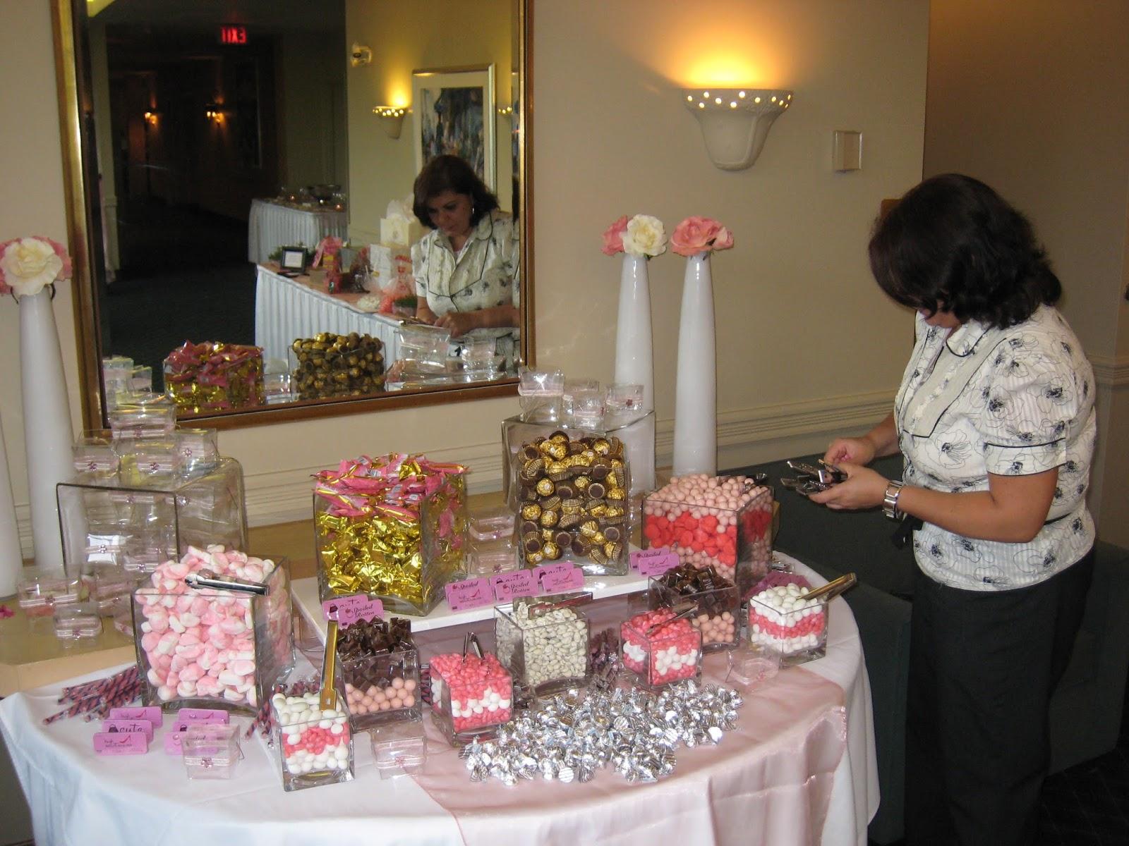 Consejos para organizar una mesa dulce swikar candy for Decoracion mesas dulces