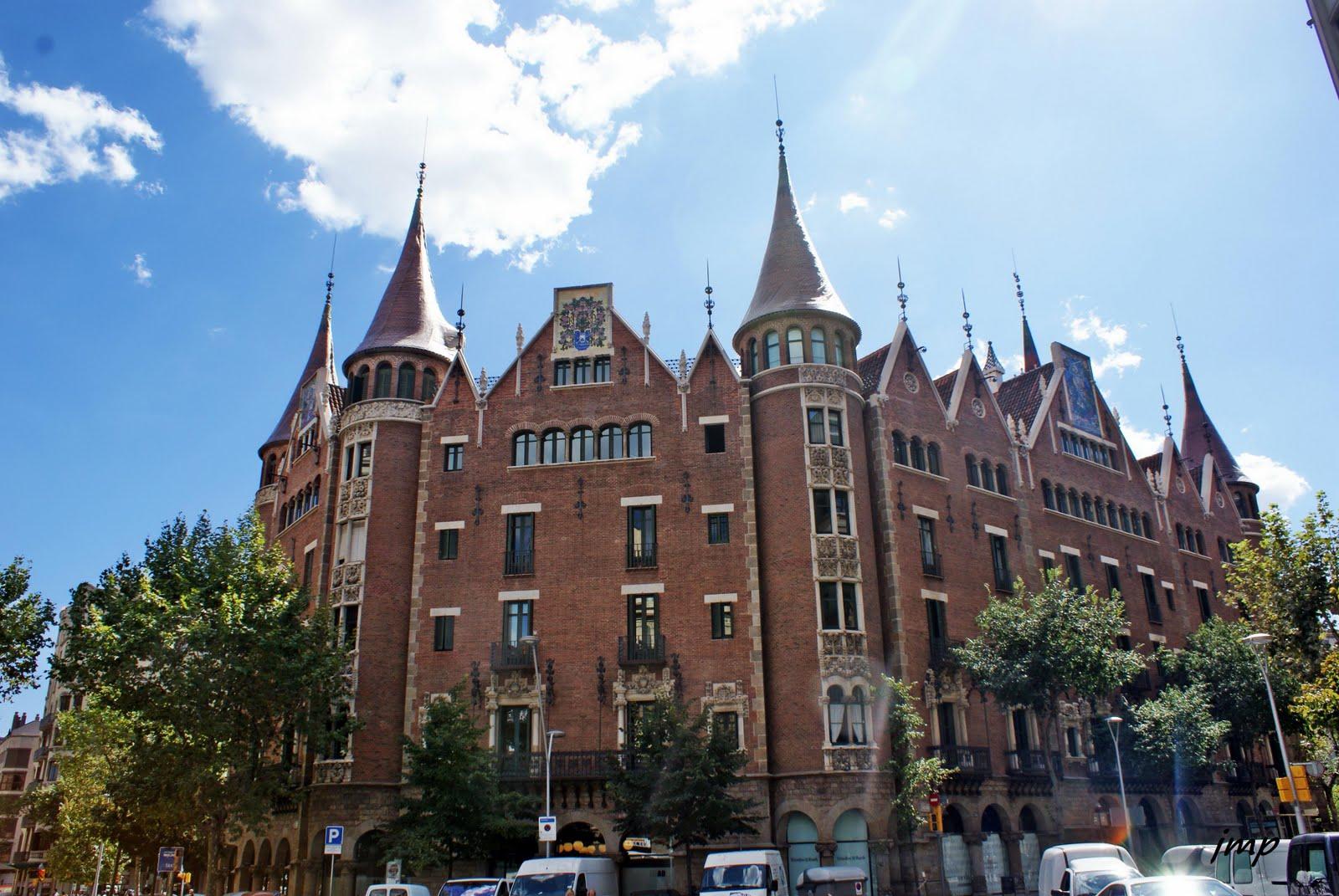 La casa de les punxes acollir el museu puig i cadafalch - Casa de las punxes ...