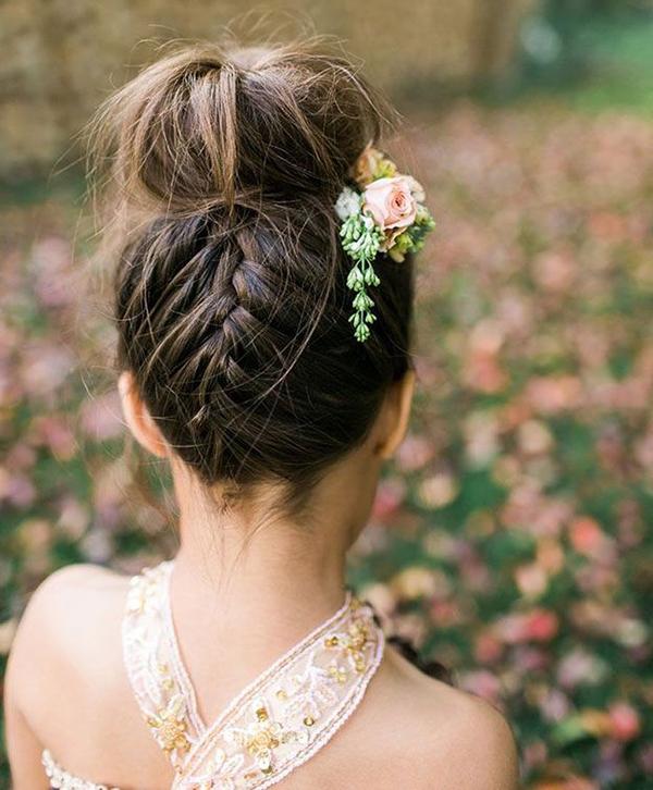 http://www.vanityfair.fr/style/beaute/diaporama/idees-de-tresses-vues-sur-pinterest/21861