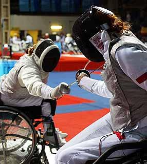 Practicas de deportes en silla de ruedas esgrima en silla de ruedas - Deportes en silla de ruedas ...