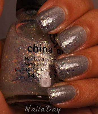 NailaDay: Love and Beauty Gunmetal with China Glaze Make a Spectacle