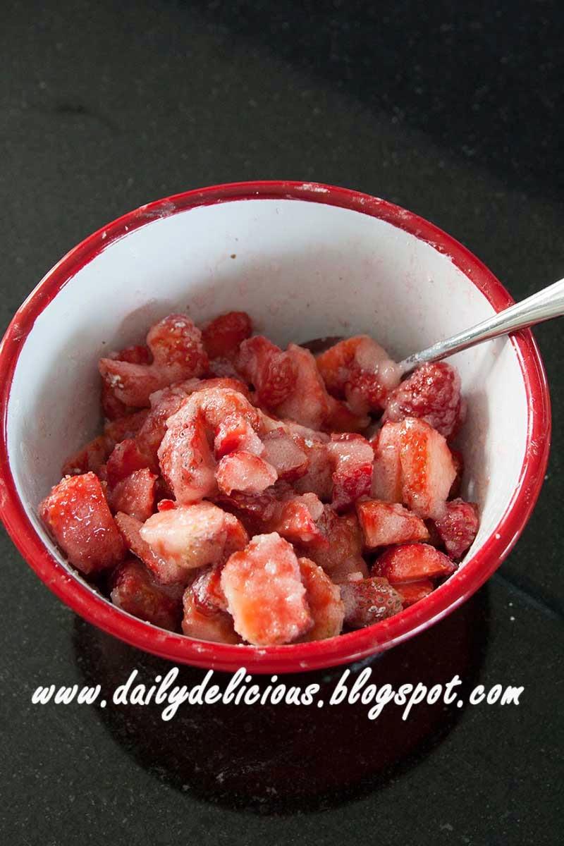 dailydelicious: Fresh Strawberry Bread