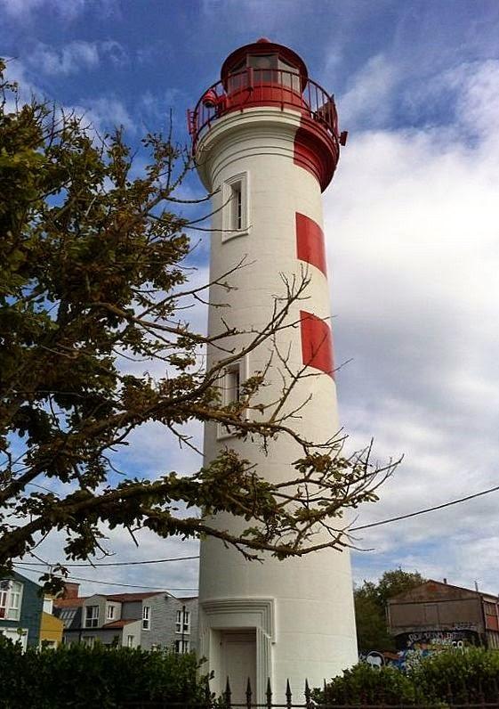 Feu rouge du Vieux Port de La Rochelle (France)